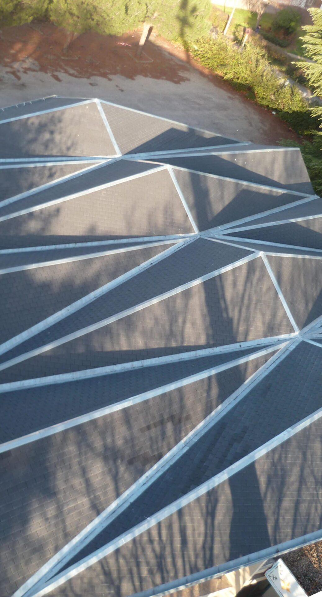 P1010575 copie - Réfection de la toiture et de la zinguerie de l'église de Saint Fons