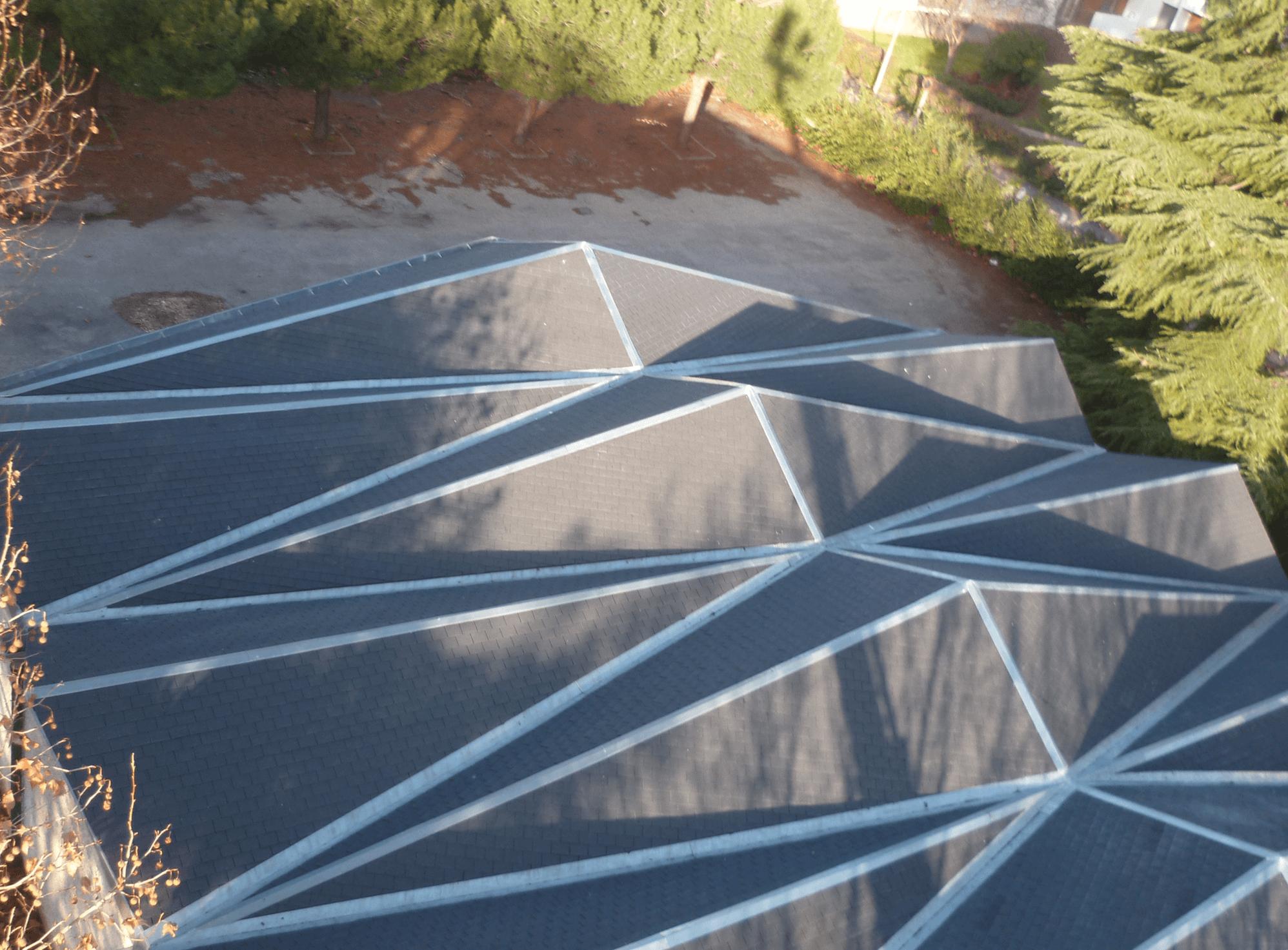 P1010577 copie - Réfection de la toiture et de la zinguerie de l'église de Saint Fons